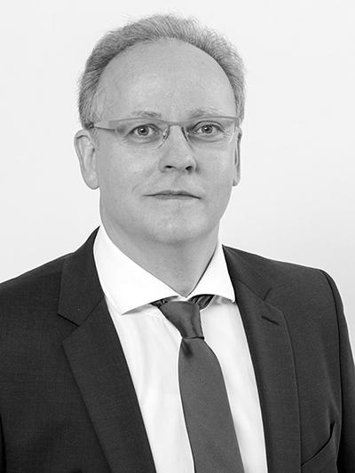 Patentanwalt, Diplom-Physiker, Diplom-Mathematiker und Magister Artium Dr. rer. nat. Ulrich Dirks